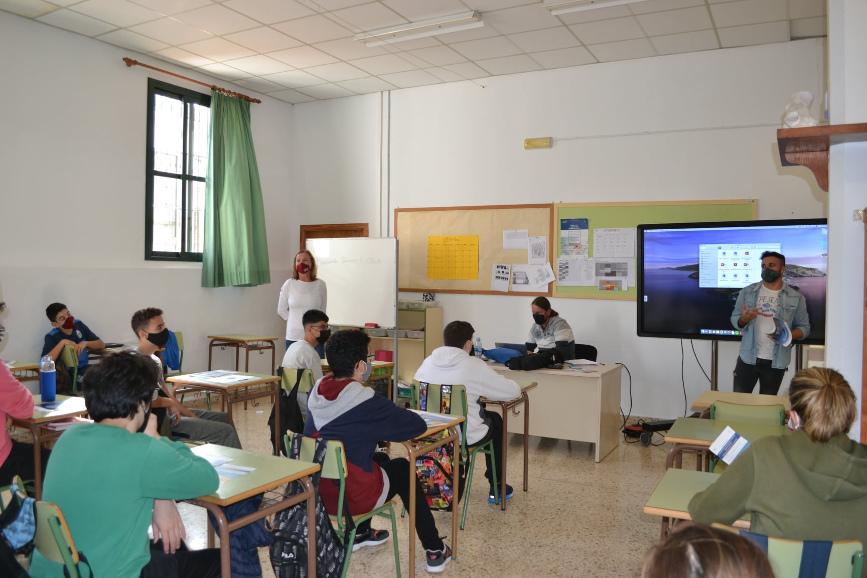 Presenting career paths to students in Spain